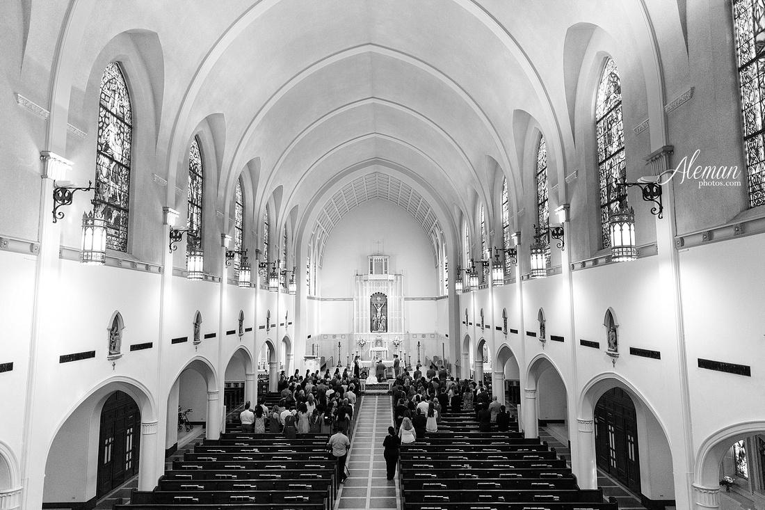 gilleys-dallas-wedding-downtown-skyline-st.-thomas-acquinas-church-aleman-photos035