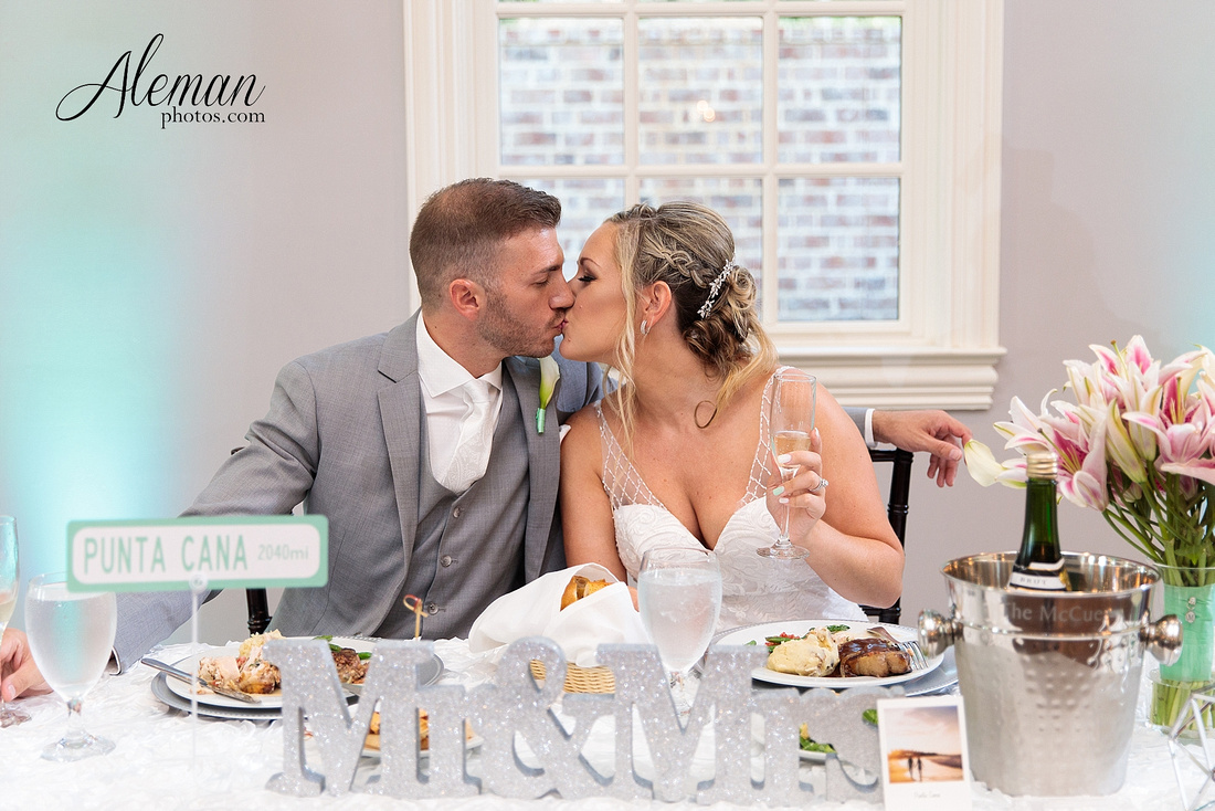 milestone-mansion-wedding-photographer-tiffany-blue-casino-tables-poker-travel-theme-aleman-photos 060