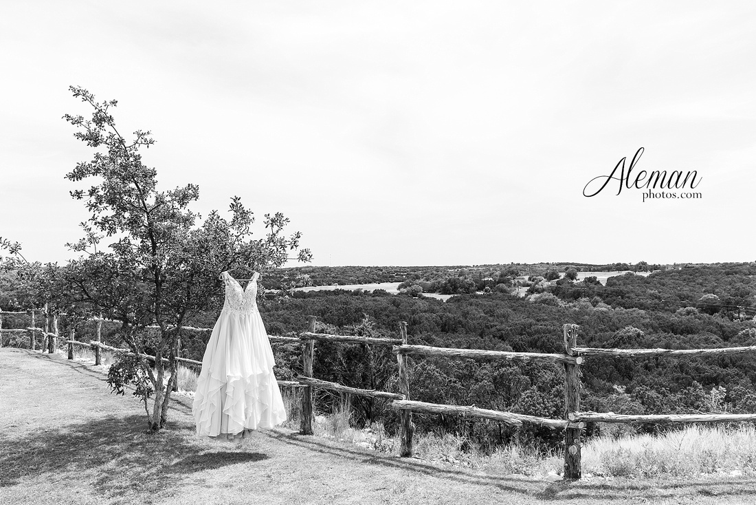 doveridge-vineyard-sunset-wedding-weatherford-fort-worth-aleman-photos-adrian-kristen 12