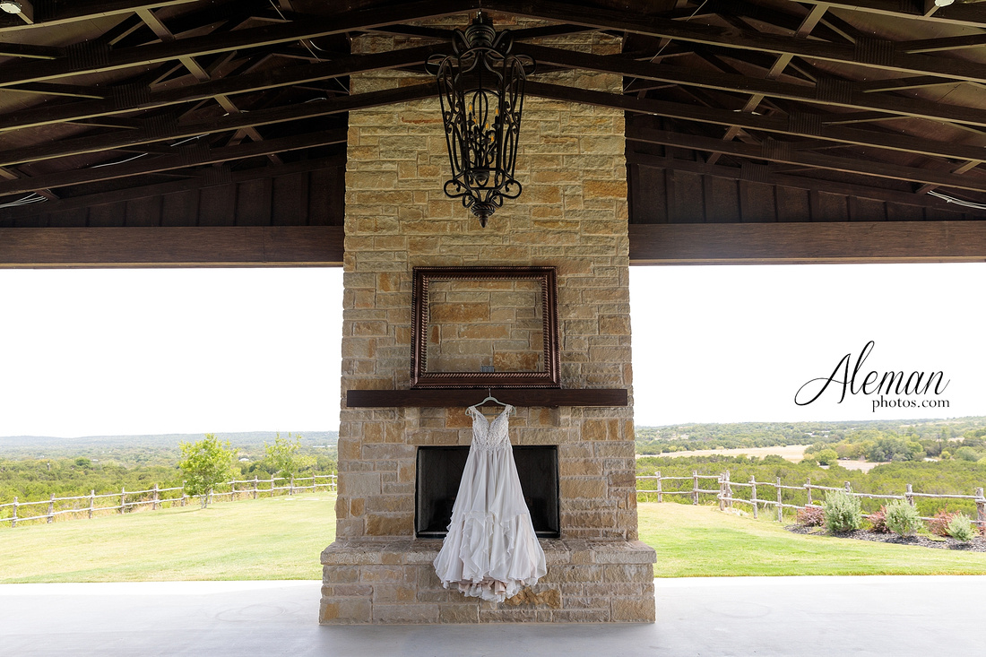 doveridge-vineyard-sunset-wedding-weatherford-fort-worth-aleman-photos-adrian-kristen 16