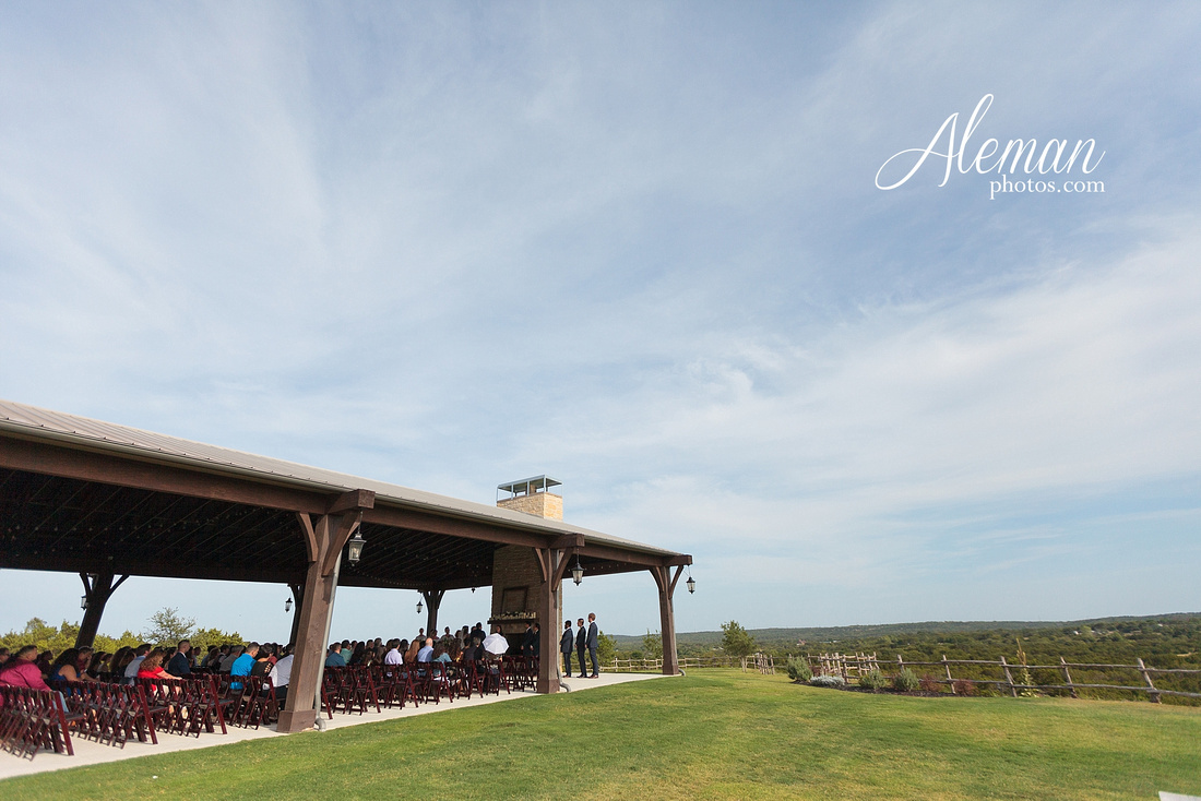 doveridge-vineyard-sunset-wedding-weatherford-fort-worth-aleman-photos-adrian-kristen 35