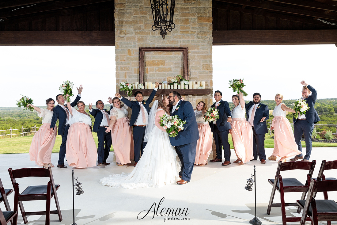 doveridge-vineyard-sunset-wedding-weatherford-fort-worth-aleman-photos-adrian-kristen 41