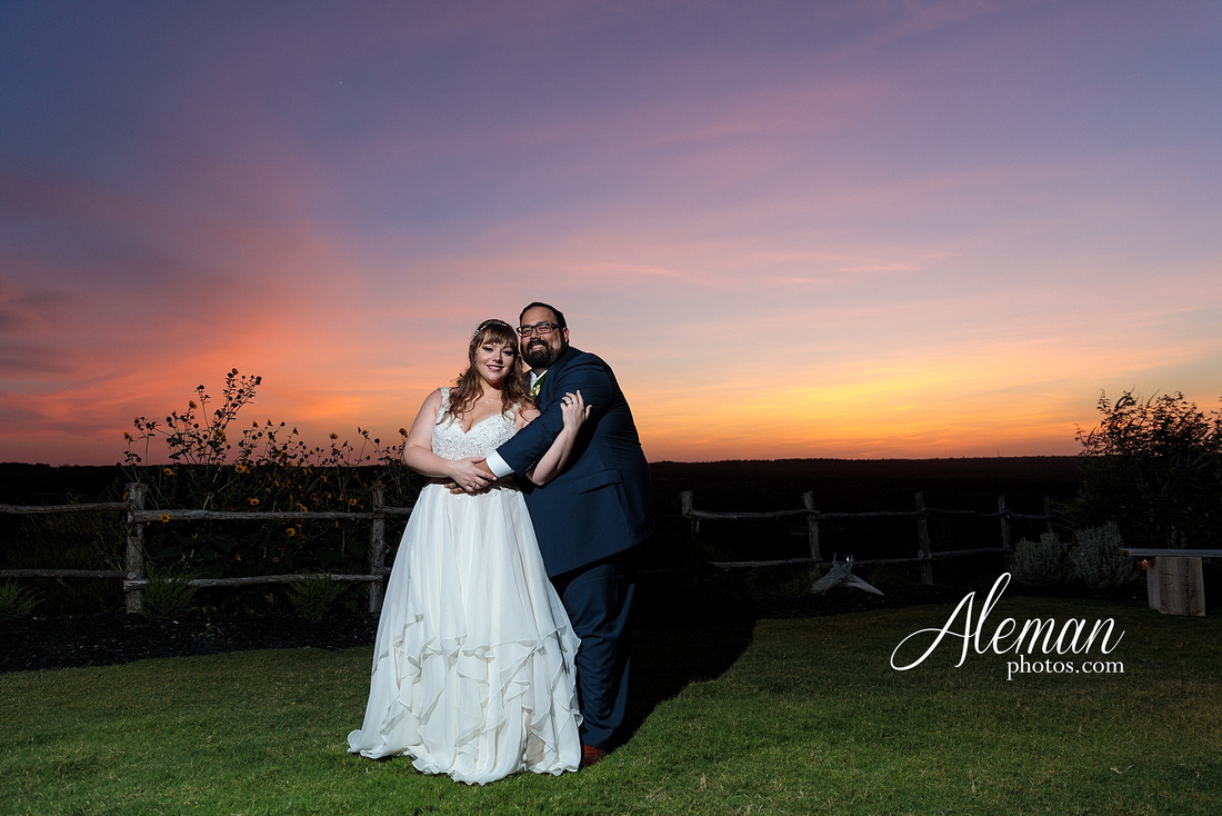 doveridge-vineyard-sunset-wedding-weatherford-fort-worth-aleman-photos-adrian-kristen 49