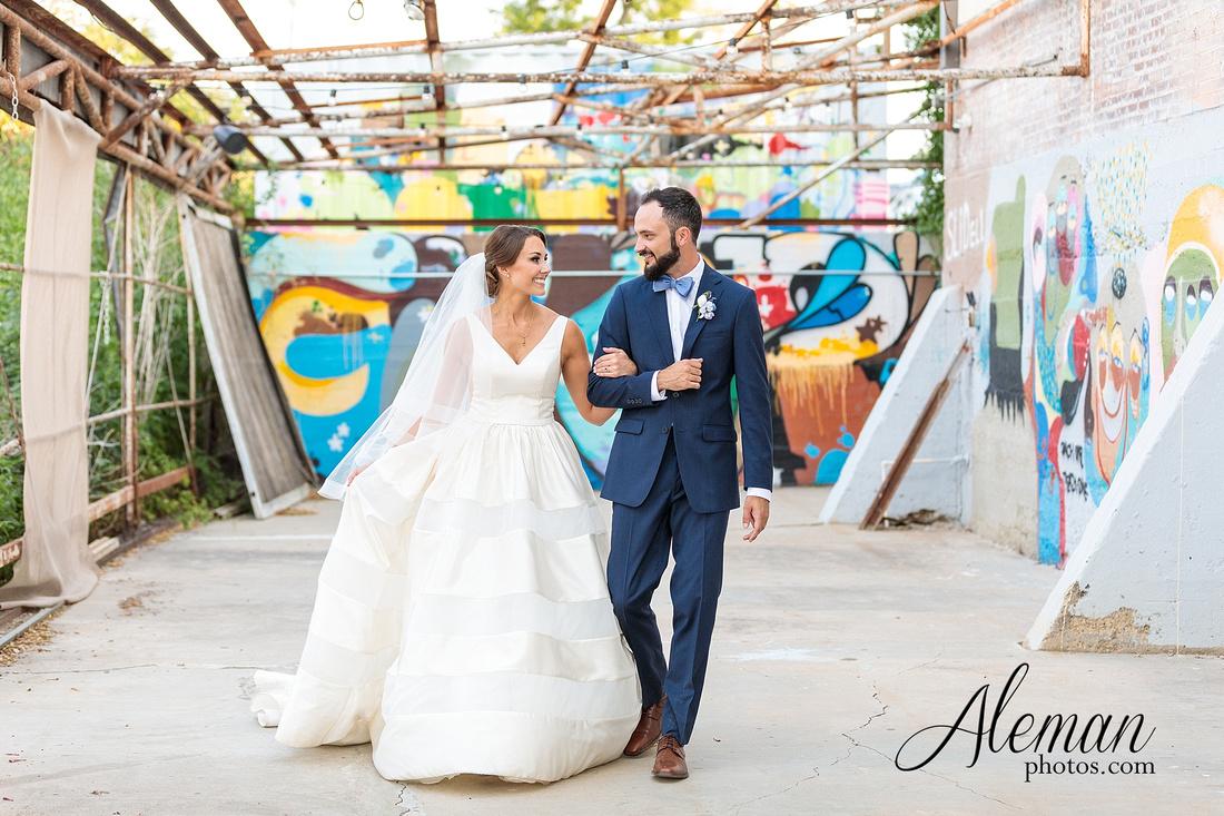 brik-wedding-fort-ft-worth-industrial-modern-brick-aleman-photos-amy-garret 01