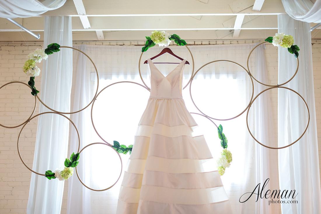 brik-wedding-fort-ft-worth-industrial-modern-brick-aleman-photos-amy-garret 05