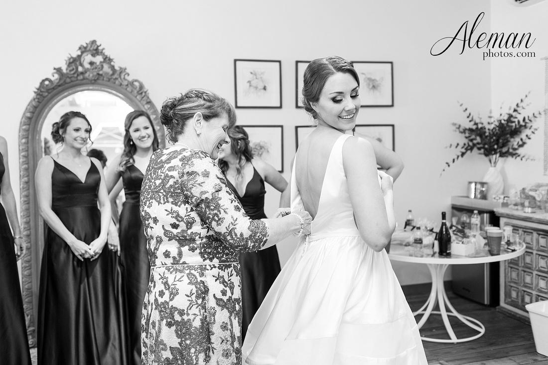 brik-wedding-fort-ft-worth-industrial-modern-brick-aleman-photos-amy-garret 11