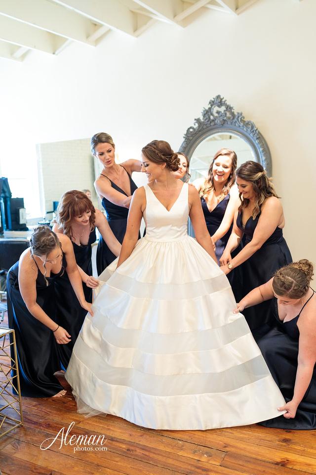 brik-wedding-fort-ft-worth-industrial-modern-brick-aleman-photos-amy-garret 12