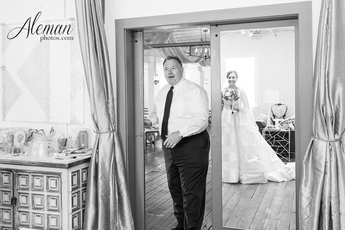 brik-wedding-fort-ft-worth-industrial-modern-brick-aleman-photos-amy-garret 14