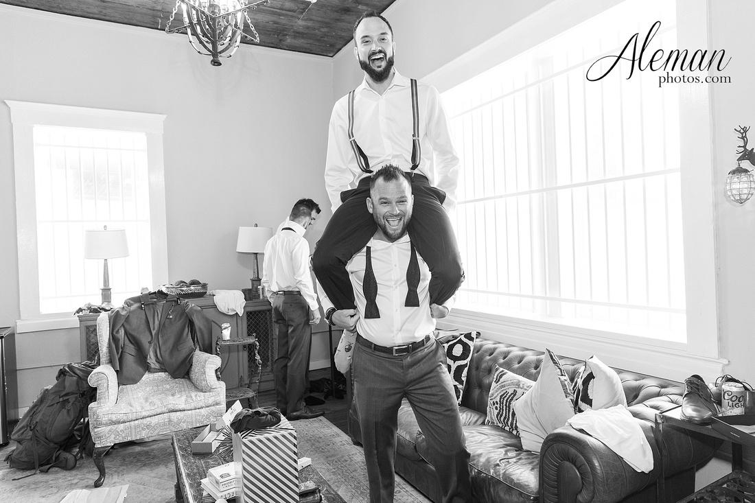 brik-wedding-fort-ft-worth-industrial-modern-brick-aleman-photos-amy-garret 16
