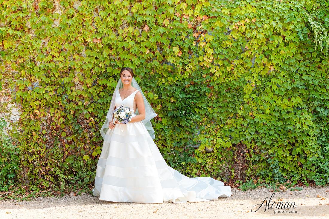 brik-wedding-fort-ft-worth-industrial-modern-brick-aleman-photos-amy-garret 25