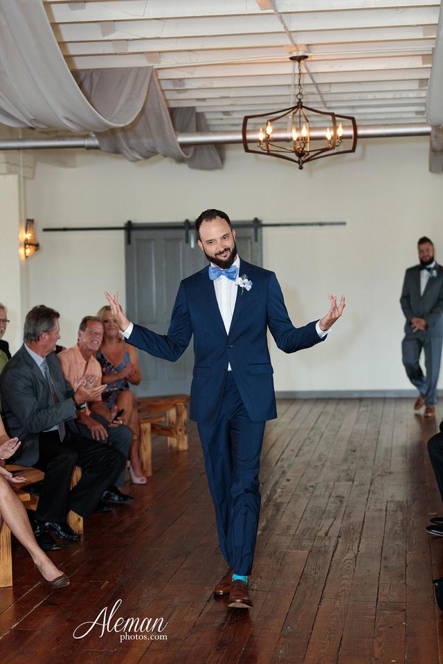 brik-wedding-fort-ft-worth-industrial-modern-brick-aleman-photos-amy-garret 35