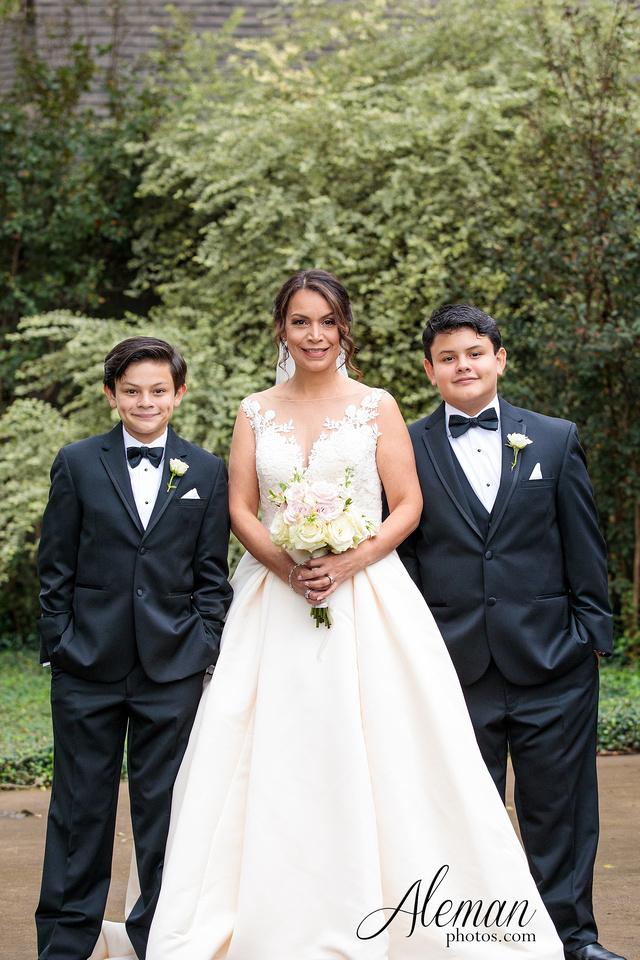 harmony-chapel-aubrey-denton-wedding-aleman-photos-jacob-lupita-015