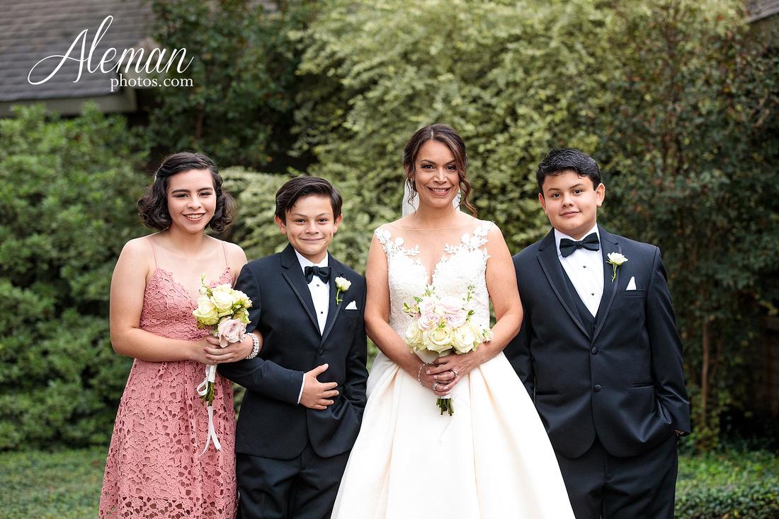 harmony-chapel-aubrey-denton-wedding-aleman-photos-jacob-lupita-016