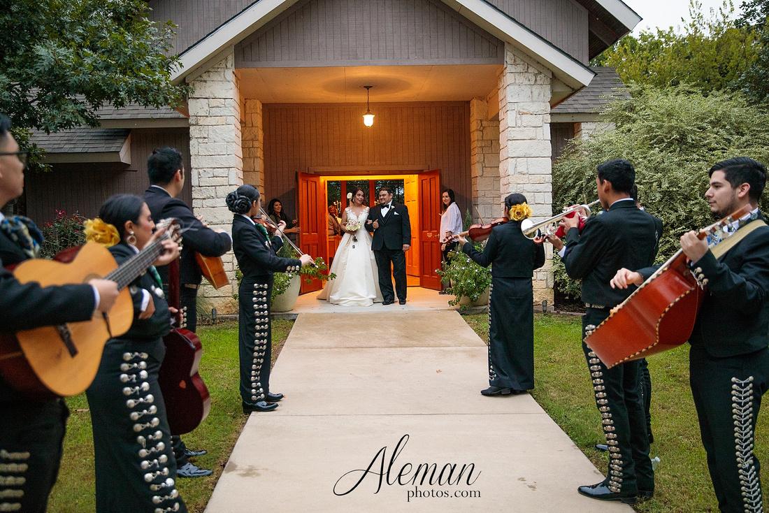 harmony-chapel-aubrey-denton-wedding-aleman-photos-jacob-lupita-032