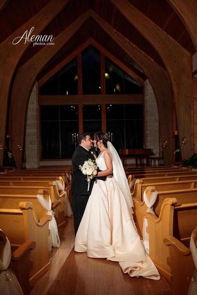 harmony-chapel-aubrey-denton-wedding-aleman-photos-jacob-lupita-037