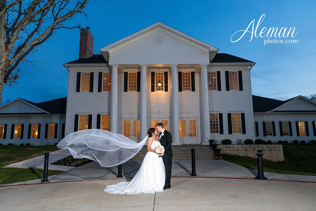 milestone-mansion-weddding-black-tie-tux-pink-bridesmaids-dresses-plantation-southern-aleman-photos-lindsey-002