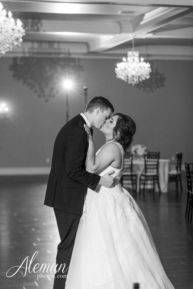 milestone-mansion-weddding-black-tie-tux-pink-bridesmaids-dresses-plantation-southern-aleman-photos-lindsey-080