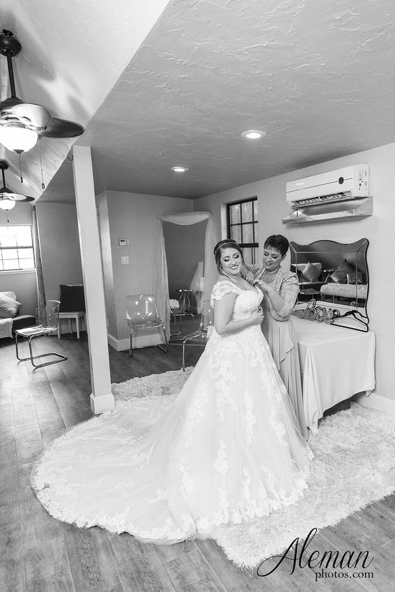 bear-creek-ranch-wedding-nevada-texas-teal-bridesmaid-dresses-red-vintage-truck-aleman-photos-taylor-008