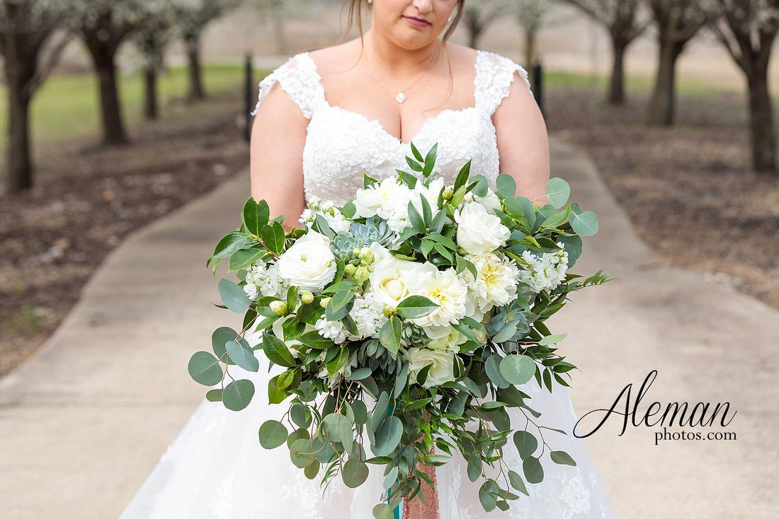 bear-creek-ranch-wedding-nevada-texas-teal-bridesmaid-dresses-red-vintage-truck-aleman-photos-taylor-017
