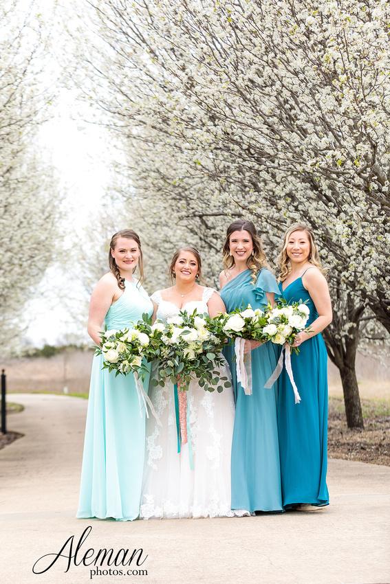 bear-creek-ranch-wedding-nevada-texas-teal-bridesmaid-dresses-red-vintage-truck-aleman-photos-taylor-022