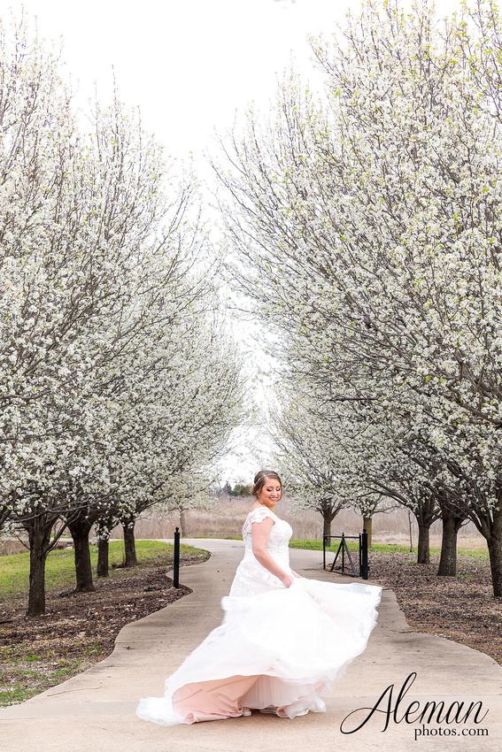 bear-creek-ranch-wedding-nevada-texas-teal-bridesmaid-dresses-red-vintage-truck-aleman-photos-taylor-026