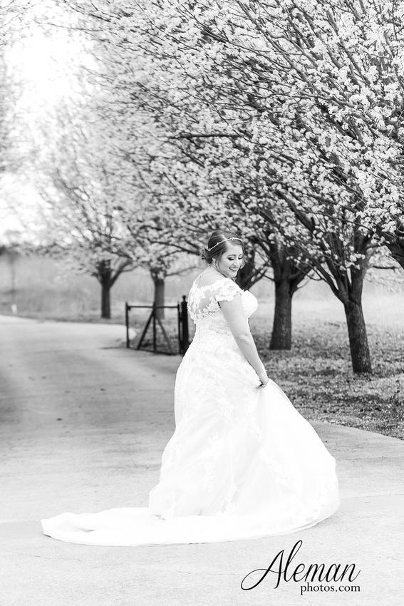 bear-creek-ranch-wedding-nevada-texas-teal-bridesmaid-dresses-red-vintage-truck-aleman-photos-taylor-027
