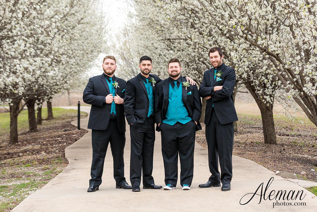 bear-creek-ranch-wedding-nevada-texas-teal-bridesmaid-dresses-red-vintage-truck-aleman-photos-taylor-032