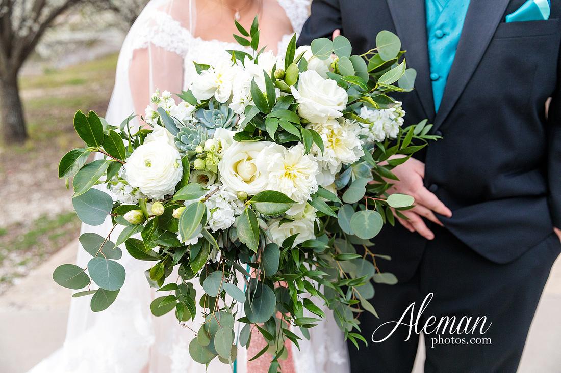 bear-creek-ranch-wedding-nevada-texas-teal-bridesmaid-dresses-red-vintage-truck-aleman-photos-taylor-057
