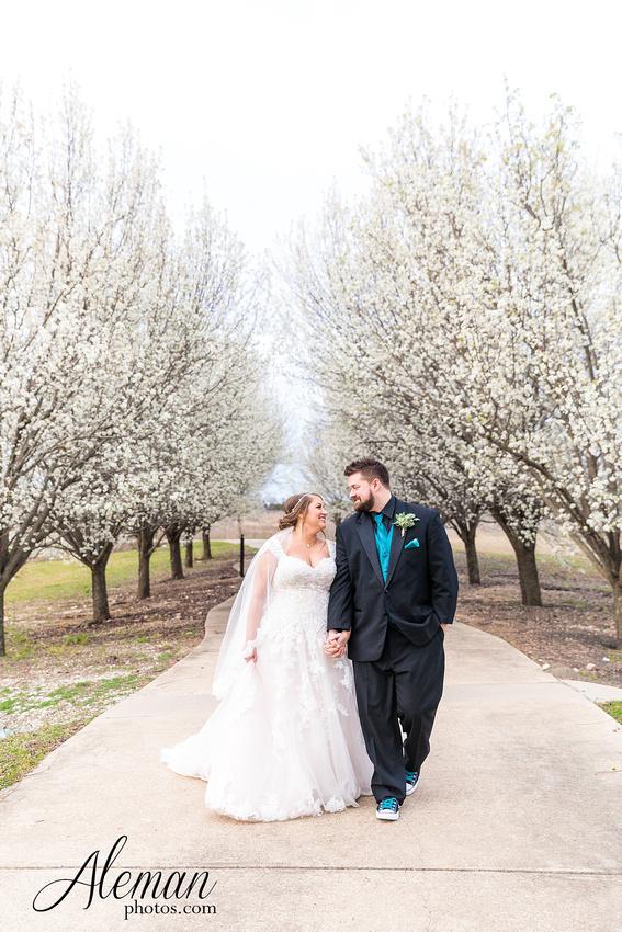 bear-creek-ranch-wedding-nevada-texas-teal-bridesmaid-dresses-red-vintage-truck-aleman-photos-taylor-058