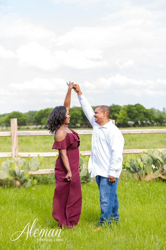 benbrook-horse-stable-engagement-black-love-wedding-aristide-summer-bright-colorful-sunny-aleman-photos-005