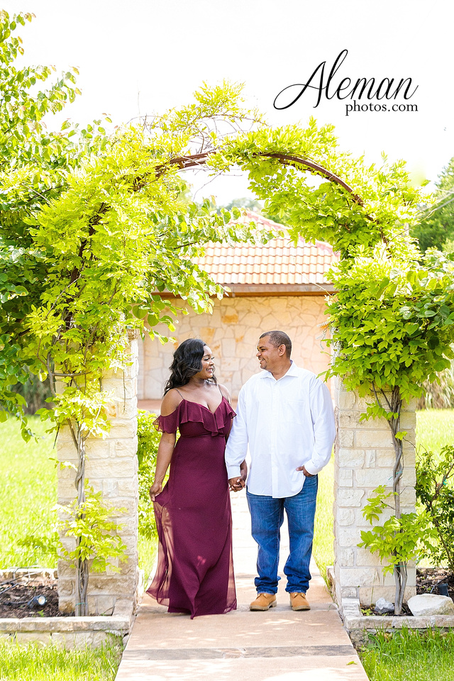 benbrook-horse-stable-engagement-black-love-wedding-aristide-summer-bright-colorful-sunny-aleman-photos-010