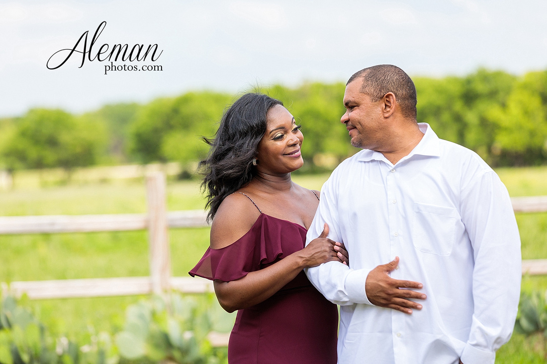 benbrook-horse-stable-engagement-black-love-wedding-aristide-summer-bright-colorful-sunny-aleman-photos-015