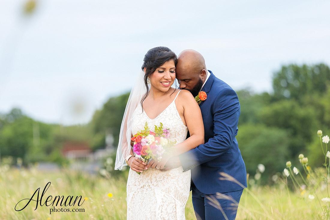 wedding-dallas-white-rock-lake-sunset-lace-hat-blue-suit-wildflowers-field-sunrise-aleman-photos-008