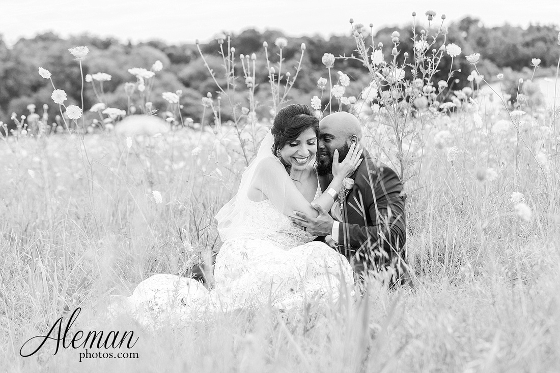 wedding-dallas-white-rock-lake-sunset-lace-hat-blue-suit-wildflowers-field-sunrise-aleman-photos-009
