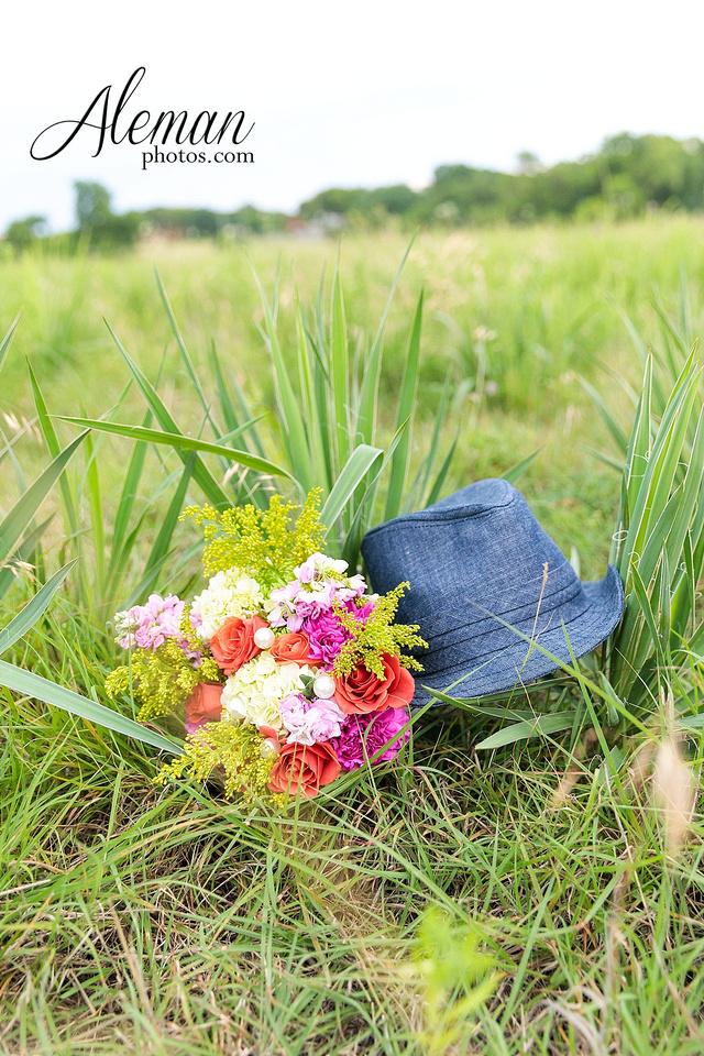 wedding-dallas-white-rock-lake-sunset-lace-hat-blue-suit-wildflowers-field-sunrise-aleman-photos-010