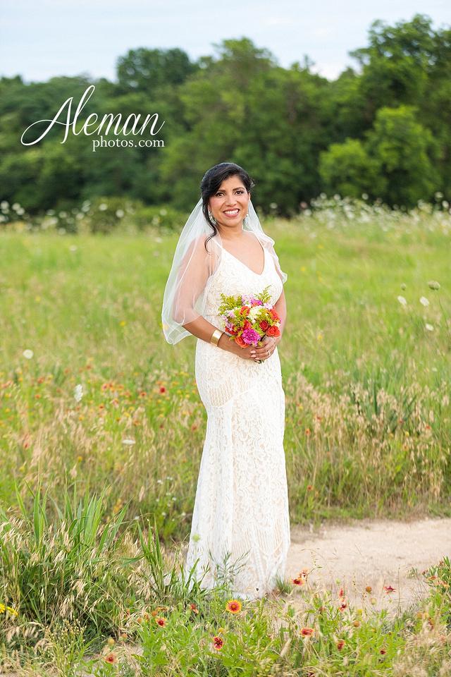 wedding-dallas-white-rock-lake-sunset-lace-hat-blue-suit-wildflowers-field-sunrise-aleman-photos-013