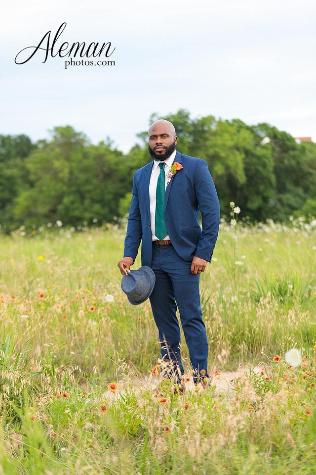 wedding-dallas-white-rock-lake-sunset-lace-hat-blue-suit-wildflowers-field-sunrise-aleman-photos-016
