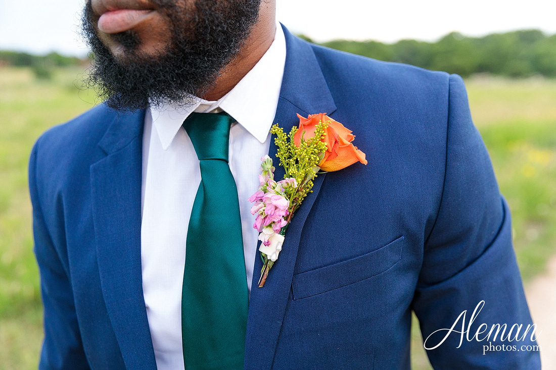 wedding-dallas-white-rock-lake-sunset-lace-hat-blue-suit-wildflowers-field-sunrise-aleman-photos-017