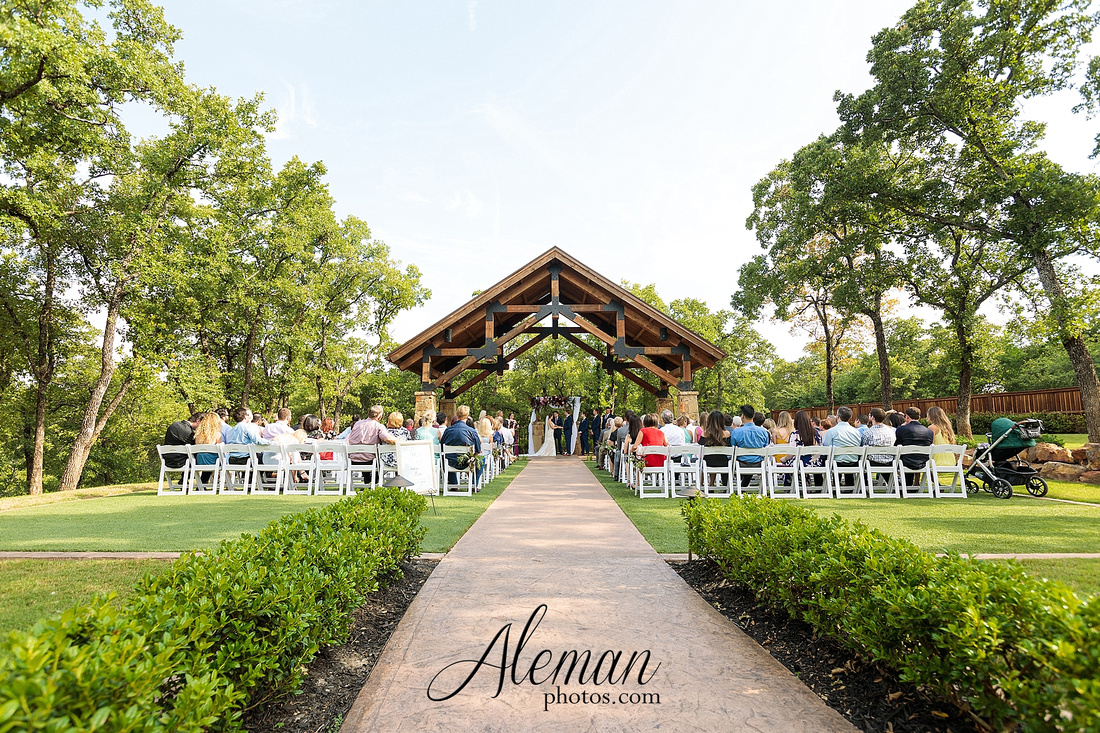 the-lodge-springs-aubrey-denton-north-texas-hill-country-fuschia-sangria-gold-bridesmaid-dresses-navy-groomsmen-suits-wedding-design-guest-list-events-aleman-photos-amanda-barry-046