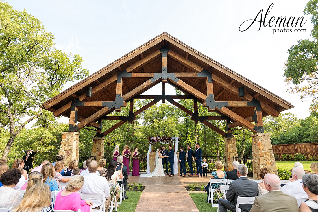 the-lodge-springs-aubrey-denton-north-texas-hill-country-fuschia-sangria-gold-bridesmaid-dresses-navy-groomsmen-suits-wedding-design-guest-list-events-aleman-photos-amanda-barry-047