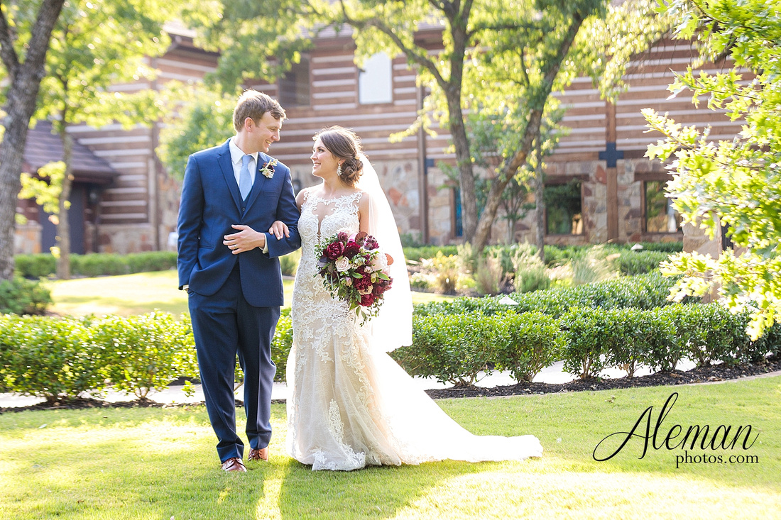 the-lodge-springs-aubrey-denton-north-texas-hill-country-fuschia-sangria-gold-bridesmaid-dresses-navy-groomsmen-suits-wedding-design-guest-list-events-aleman-photos-amanda-barry-055