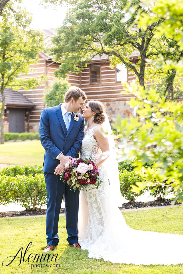 the-lodge-springs-aubrey-denton-north-texas-hill-country-fuschia-sangria-gold-bridesmaid-dresses-navy-groomsmen-suits-wedding-design-guest-list-events-aleman-photos-amanda-barry-056