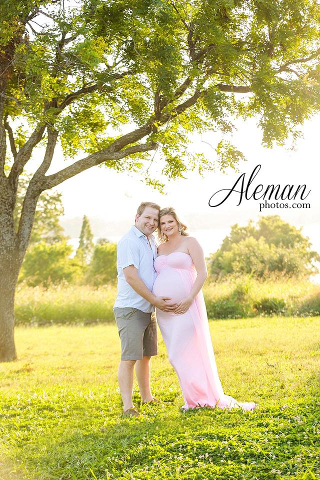 white-rock-lake-dallas-maternity-sunset-pink-flowy-dress-kelsey-lucas-aleman-photos-003