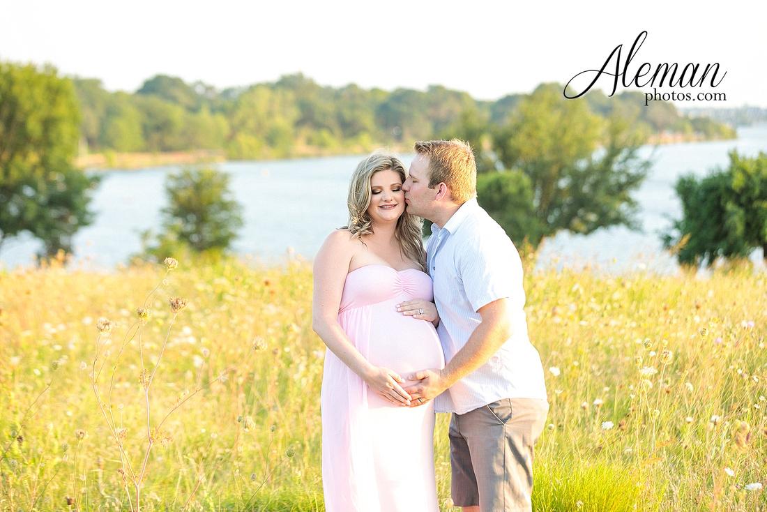 white-rock-lake-dallas-maternity-sunset-pink-flowy-dress-kelsey-lucas-aleman-photos-001