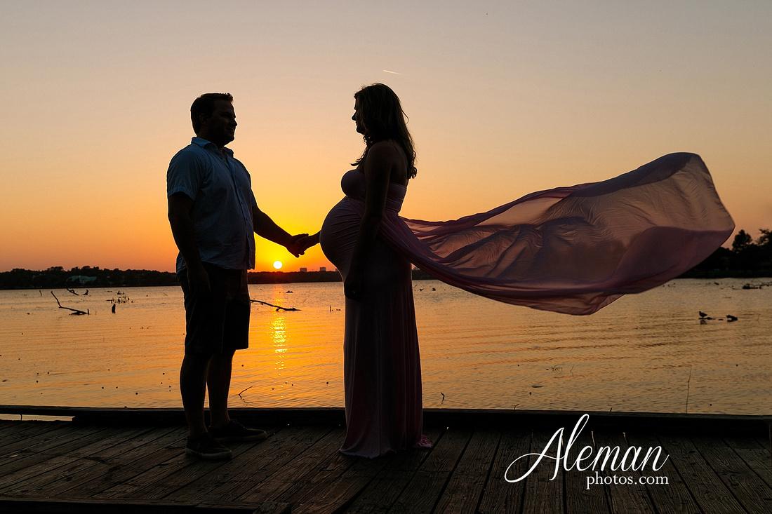 white-rock-lake-dallas-maternity-sunset-pink-flowy-dress-kelsey-lucas-aleman-photos-013
