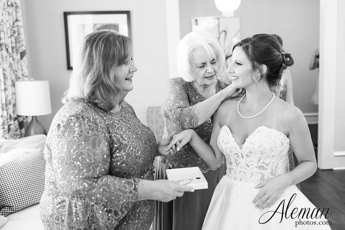 milestone-mansion-krum-denton-aubrey-wedding-aleman-photos-formal-black-tie-gray-suit-orchid-bridal-floral-chelsea-tyler-pink-champagne-colors-030