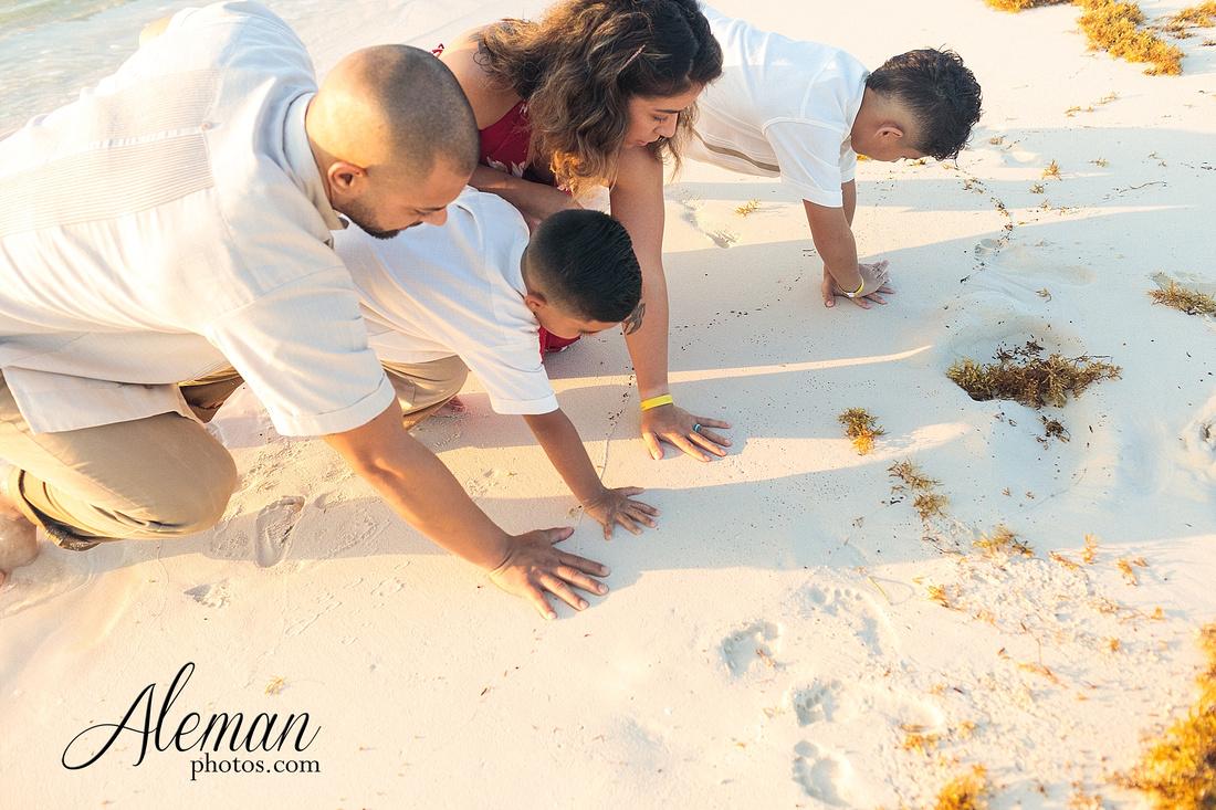 cancun-beach-engagement-family-session-photographer-destination-wedding-summer-sunrise-sunset-ocean-aleman-photos-dallas-021
