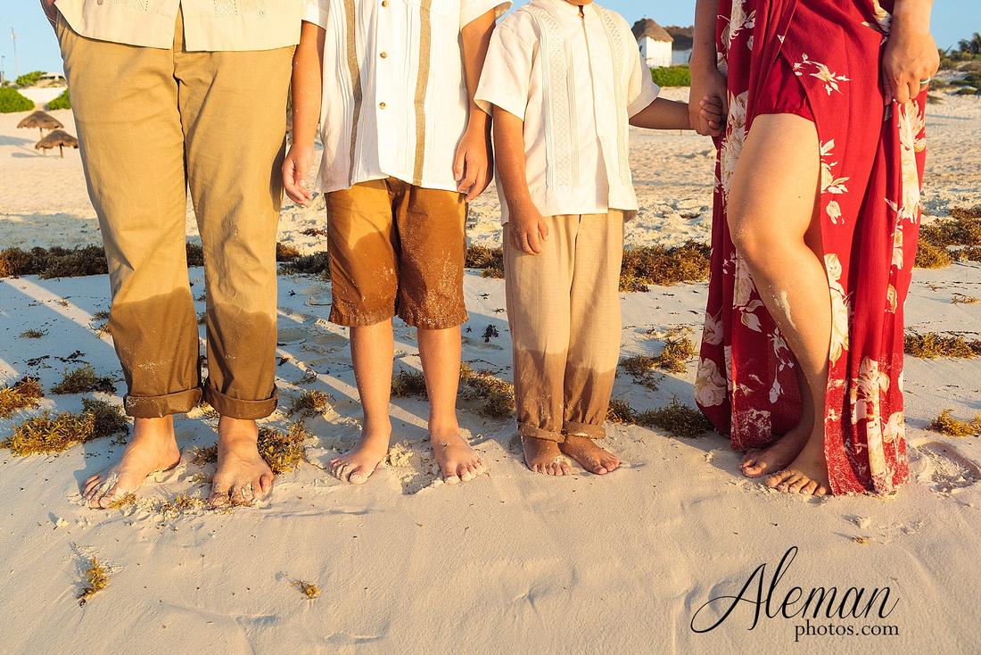 cancun-beach-engagement-family-session-photographer-destination-wedding-summer-sunrise-sunset-ocean-aleman-photos-dallas-017