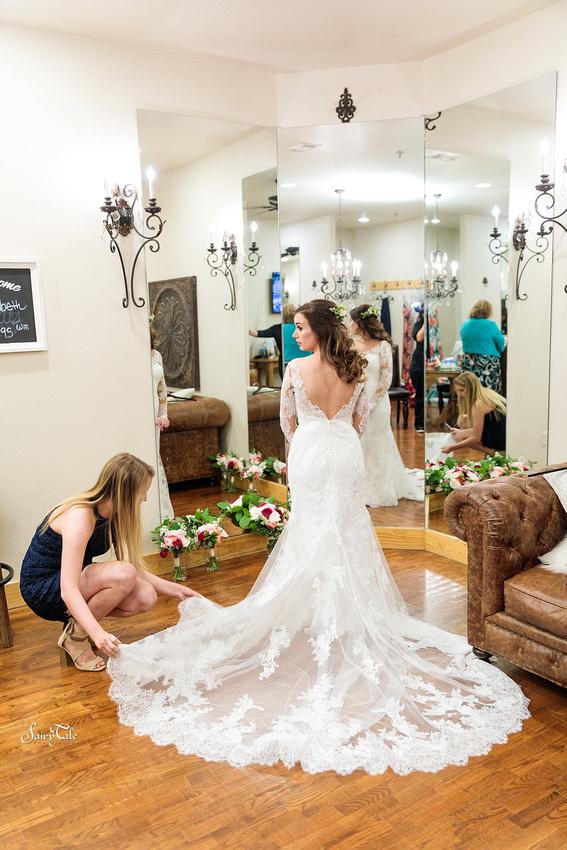 the-springs-aubrey-denton-wedding-outdoor-texas-aleman-photos-009