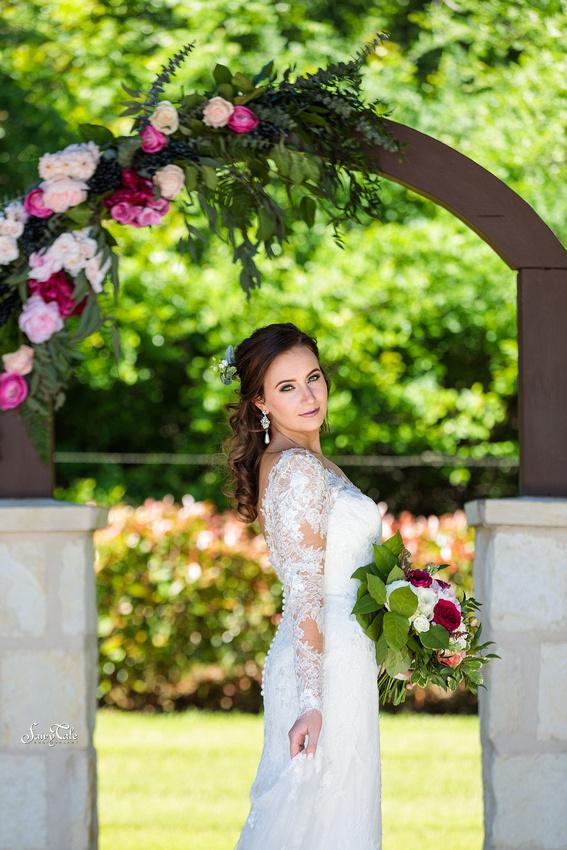 the-springs-aubrey-denton-wedding-outdoor-texas-aleman-photos-017